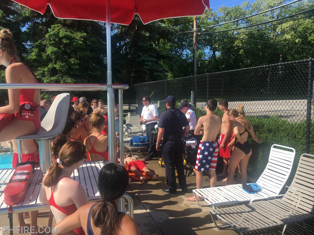 LT Matt Gray speaks to the lifeguards about what they can do to help PH paramedics in an emergency